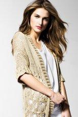 �liczny sweterek Benetton w kolorze be�owym - moda 2013