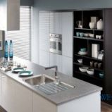 Pi�kne meble o wysokim po�ysku do kuchni w kolorze bieli od Black Red White  -trendy 2013