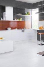 Klasyczna kuchnia w kolorze bieli i szaro�ci od marki Parady�  - pomys�y 2013