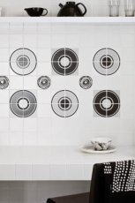 Klasyczna kuchnia w kolorze bieli z p�ytkami od Parady�  trendy 2013
