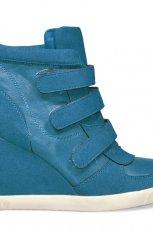 niebieskie sneakersy Stylowe buty na koturnie - wiosna 2013