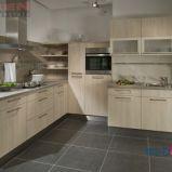 Czaruj�ca kuchnia z meblami w kolorze biszkoptowym -design od DANKEN