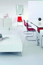 Wyj�tkowe meble do jadalni w kolorze b�yszcz�cej biel i czerwieni -Kler 2013
