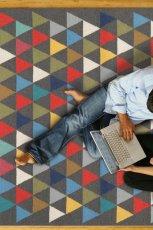 Pi�kny dywan w kolorowe tr�jk�ty -Kids Town na 2013