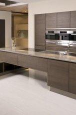 Modne meble kuchenne w kolorze ciemnego br�zu drewno -inspiracje 2013
