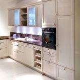 Urocze meble kuchenne w kolorze ecru o subtelnej fakturze modna kuchnia
