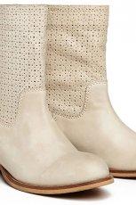 klasyczne botki Reserved w kolorze be�owym - kolekcja obuwia na wiosn� 2013