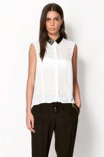zwiewna koszula Bershka w kolorze bia�ym z czarnym ko�nierzykiem - trendy na wiosn�