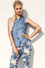 niebieska kamizelka H&M - trendy wiosna/lato 2013