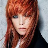 Ruda fryzura �redniej d�ugo�ci