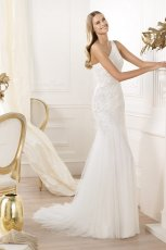 suknia �lubna Pronovias na jedno rami�