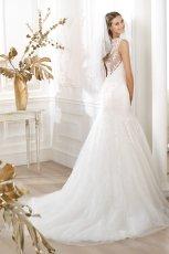 suknia �lubna Pronovias z koronk� z dekoltem  na plecach