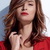 W�osy �redniej d�ugo�ci - fryzura dla szatynek z pasemkami