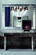 Nowoczesne lustro z masywn� b�yszcz�c� ram� - inspiracje do salonu