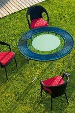 Urzekaj�cy okr�gly stolik ogrodowy z krzes�ami ratanowymi w kolorze ciemnej czekolady -design 2013