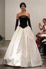bia�a suknia �lubna Vera Wang z czarnym gorsetem