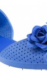 niebieskie sanda�ki CCC z kwiatkami p�askie - modne latem 2013