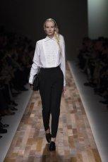 bia�a bluzka Valentino z haftem - jesie�/zima 2013/14