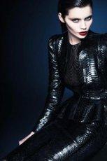 po�yskliwa katana Gucci w kolorze czarnym - zima 2013/14