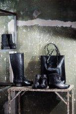 pikowane obuwie damskie Gino Rossi w kolorze czarnym - jesie� 2013