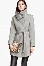 wi�zany p�aszcz H&M w kolorze szarym - moda na zim� 2013/14