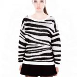 bia�o-czarny sweter Pull and Bear - moda 2013/14