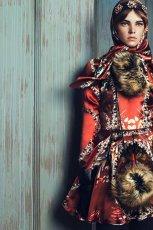 czerwona sukienka Bizuu w kwiaty - moda 2013