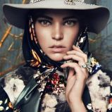 czarna chusta Bizuu w kwiaty - kolekcja jesienno-zimowa