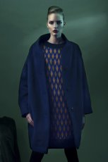 granatowa sukienka Bialcon w geometryczne wzory - kolekcja jesienna