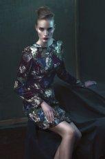 bordowa sukienka Bialcon w  kwiaty - moda jesienna