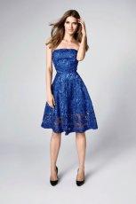 Koronkowa sukienka w kobaltowym kolorze