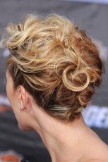 Pomys� na �lubn� fryzur� - Scarlett Johansson ty�em