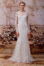 W�ska suknia �lubna z koronkowymi d�ugimi r�kawami