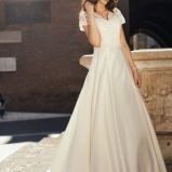 suknia �lubna Annais Bridal z koronk� z kr�tkam r�kawem