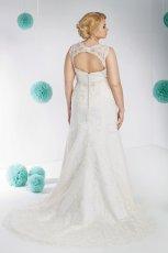 suknia �lubna Annais Bridal z koronk� z dekoltem  na plecach