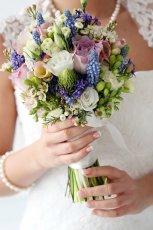 bukiet �lubny z polnymi kwiatami
