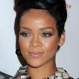Podkre�lony kontur oka - Rihanna
