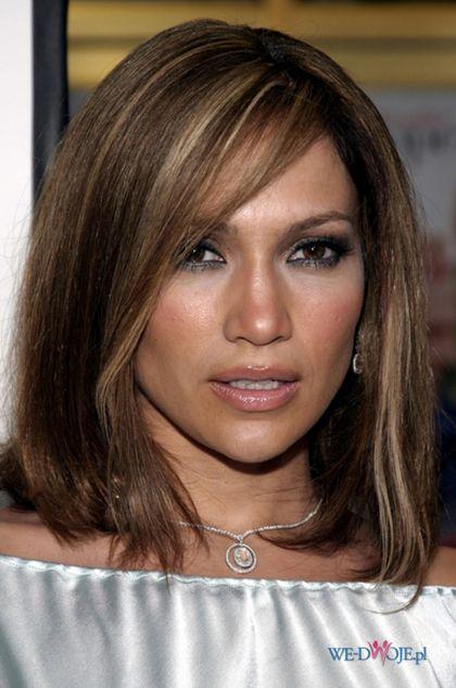 średniej długości z jasnymi pasemkami - Fryzury Jennifer Lopez