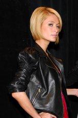 Blond bob z przedzia�kiem z boku, klasyczny makija�