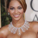 Fryzura upi�cie z d�ugich w�os�w z przedzia�kiem - Beyonce