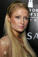 D�ugie proste w�osy z opask� - Paris Hilton