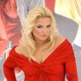 zjawiskowe fale w kolorze jasnego blondu