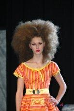 Modne fryzury z wybieg�w
