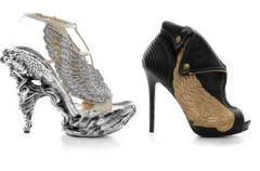Niebia�skie, skrzydlate buty na wiosn�/ lato 2010