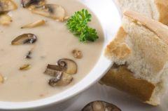 Zupa grzybowa zabielana