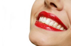 Pon�tne usta w trzech ods�onach