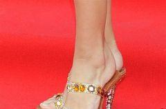 Pantofle, kozaczki, szpilki... Gwiazdorskie obuwie