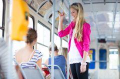 Transport publiczny pomaga schudn��!