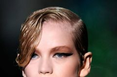 Mokre w�osy - modne fryzury na 2010 rok