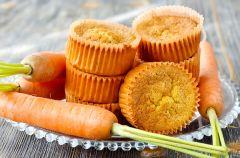 Wegetaria�skie muffinki marchewkowe z m�ki pe�noziarnistej